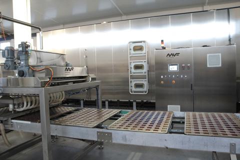 Циклотермическая газовая туннельная печь от компании mif для выпечки кексов и маффинов